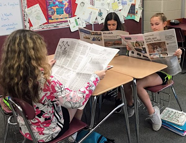 Students read newspapers